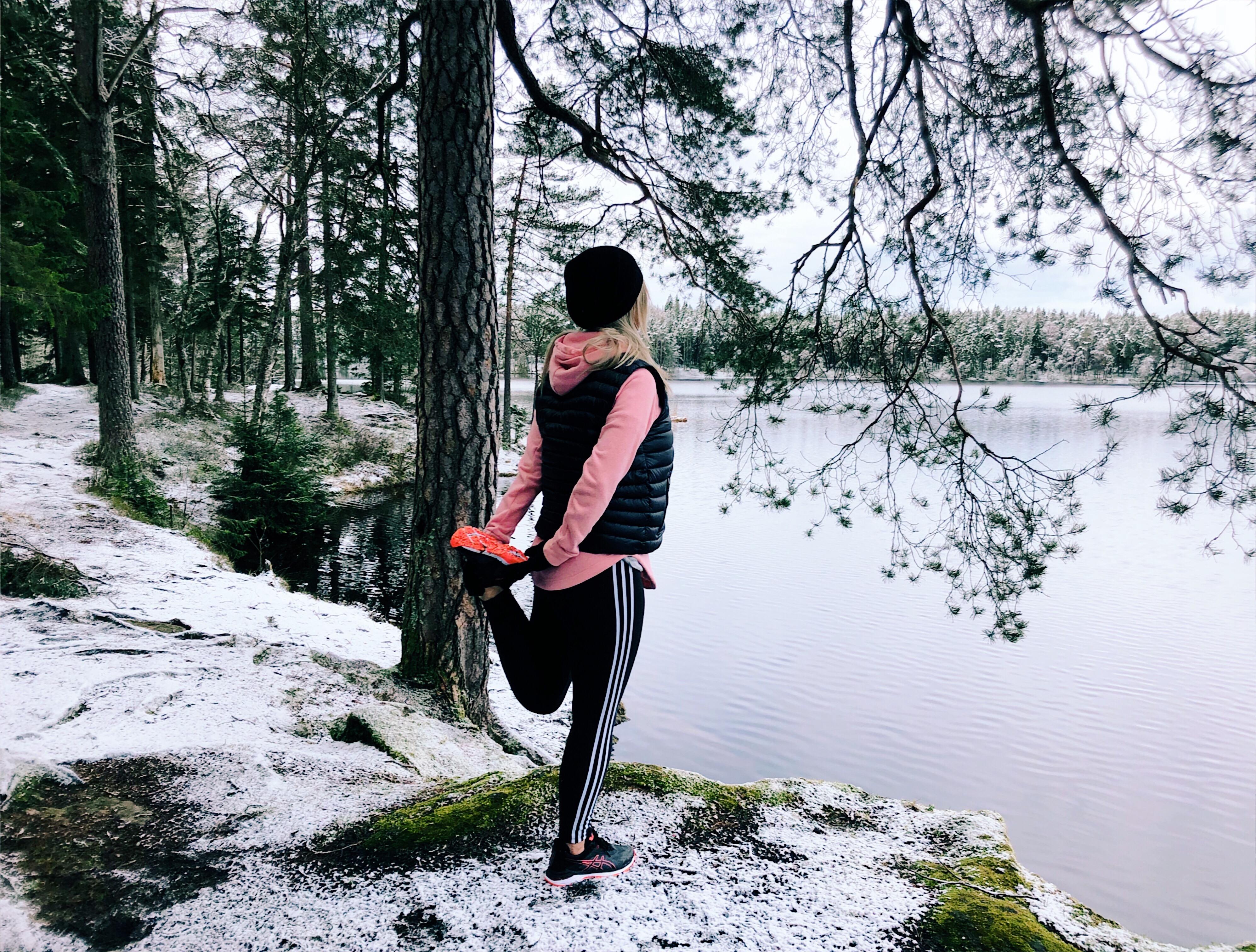 Efteråt fick jag göra några övningar med den vackra sjön som utsikt. 6505550977cae