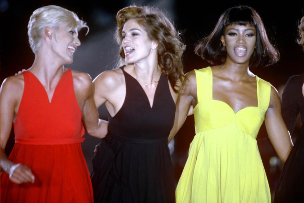 cindy-crawford-naomi-cambple-linda-versace-runway-1991
